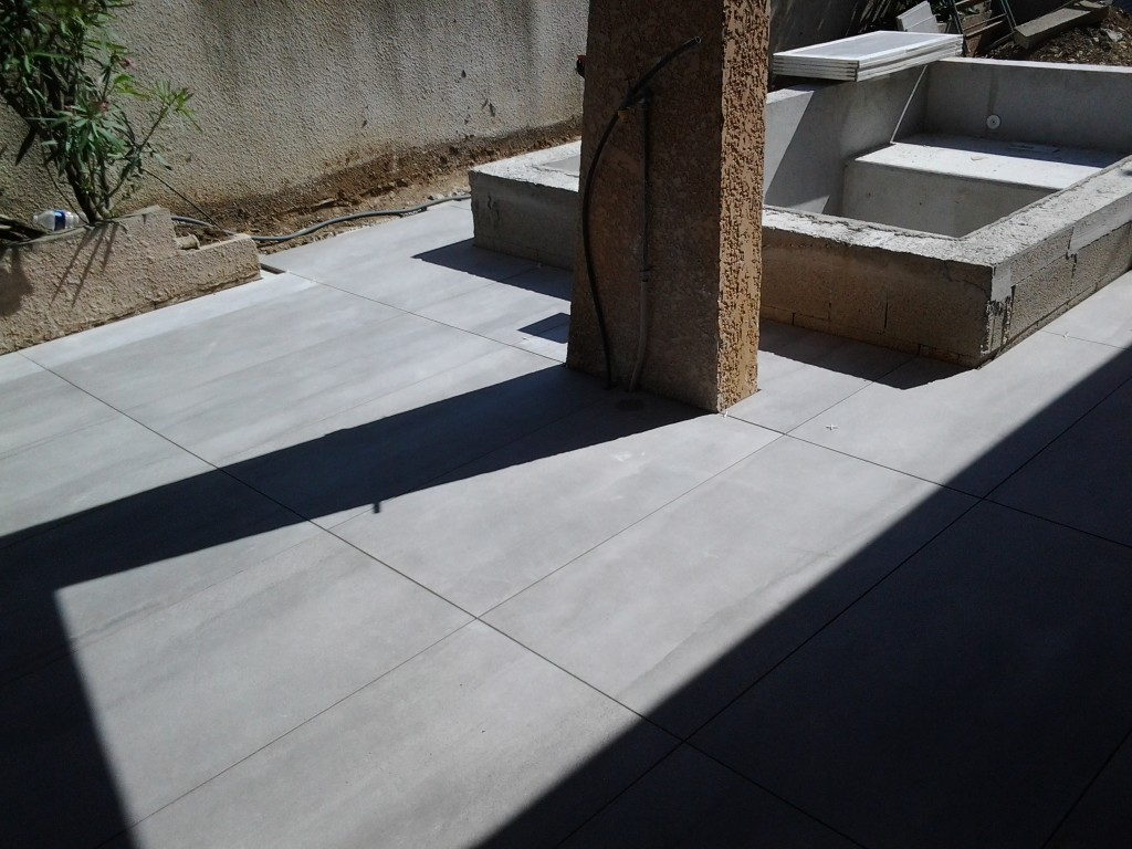 Pose de carrelage sur dalle beton 28 images pose for Poser carrelage terrasse dalle beton